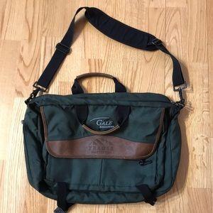 Trager Seattle Messenger Bag Expandable Green